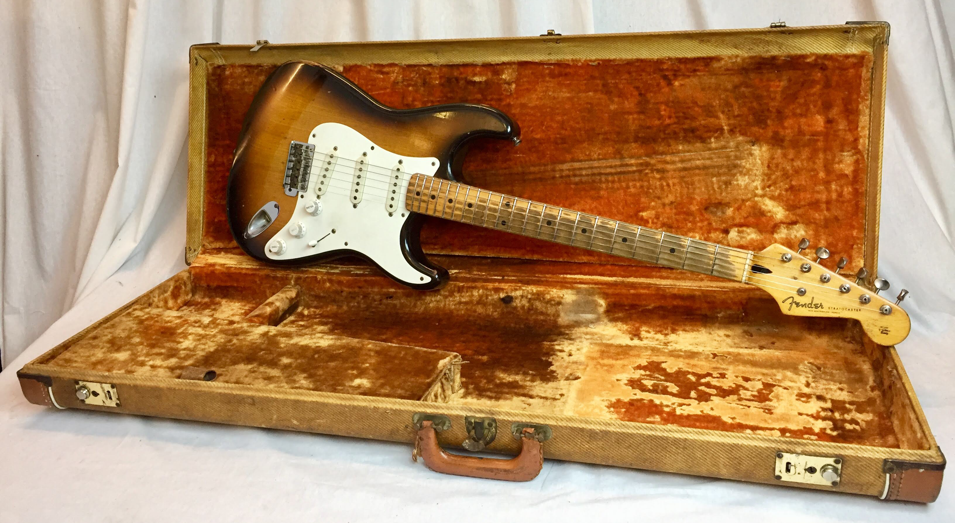 vintage guitars sweden 1954 fender stratocaster for sale. Black Bedroom Furniture Sets. Home Design Ideas